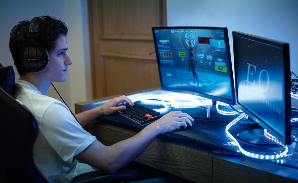 EO también interactúa con sus fans en Fortnite, videojuego del cual es todo un experto