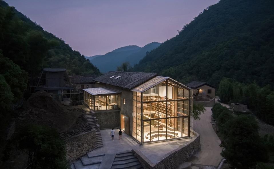 Hotel cápsula en una biblioteca rural de Zhejiang, China