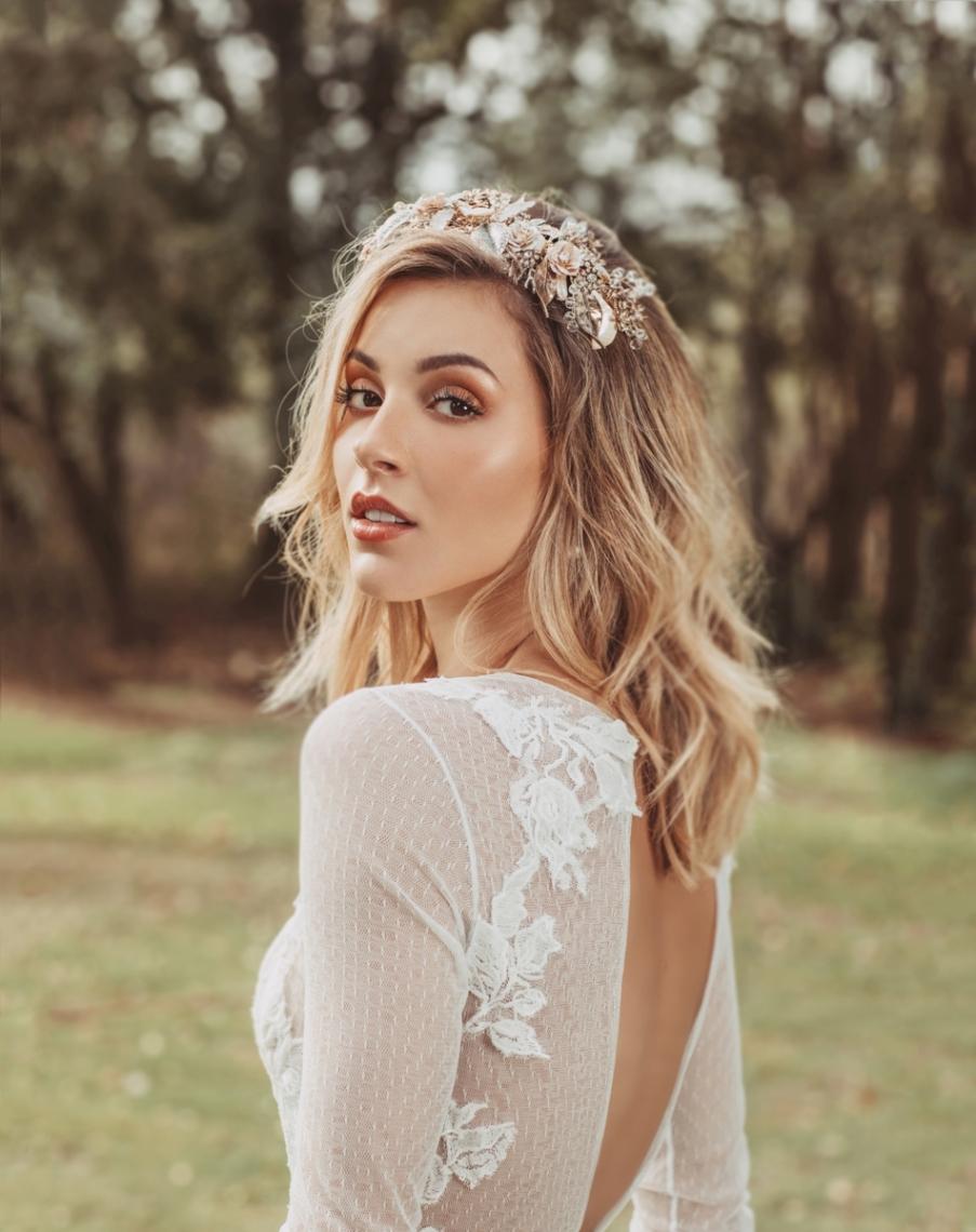 Mariana Rodríguez posa vestida de novia