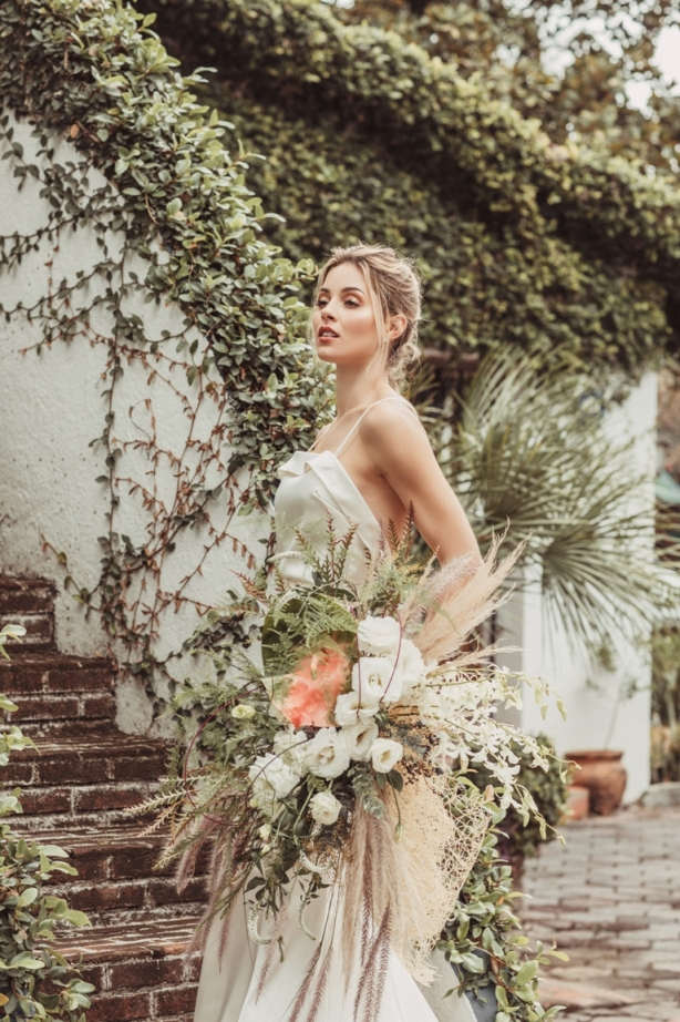 Mariana Rodríguez posa vestida de novia 3